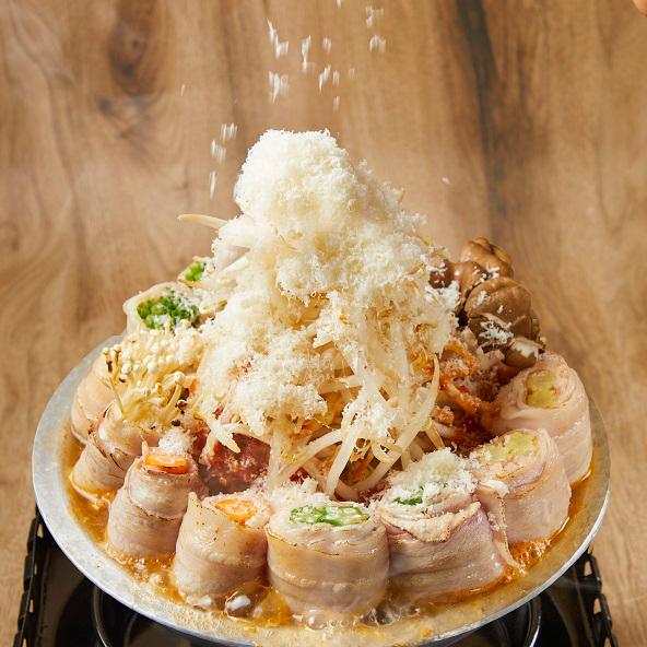 降り積もる雪山チーズ&野菜巻きのコク旨トマト鍋